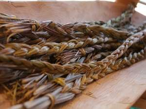 Sweet-grass-ceremony-four-secred-medicine